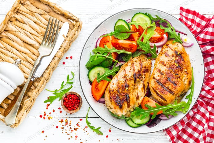 Grilled chicken breast and fresh vegetable salad