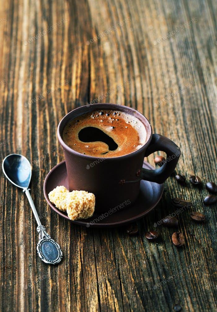 Tasse Kaffee mit Getreide und Zucker