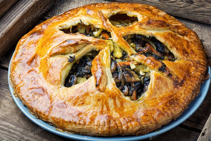 Vegetable pie with mushrooms