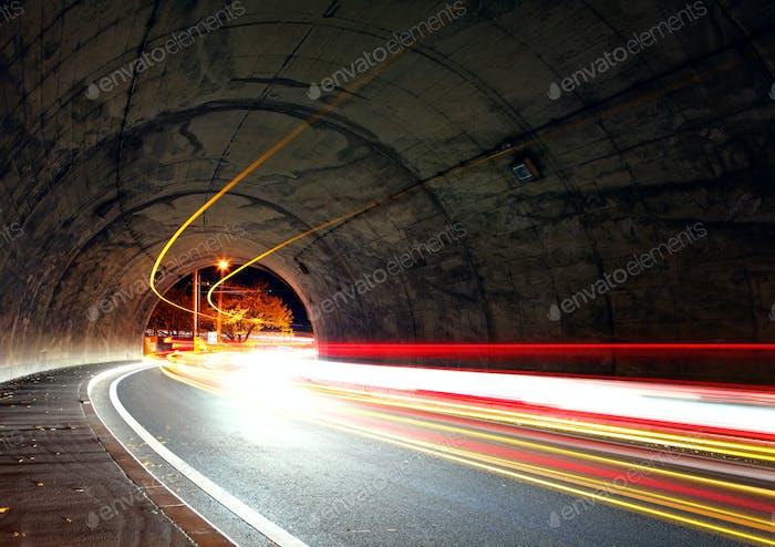 Verkehrsweg im Tunnel