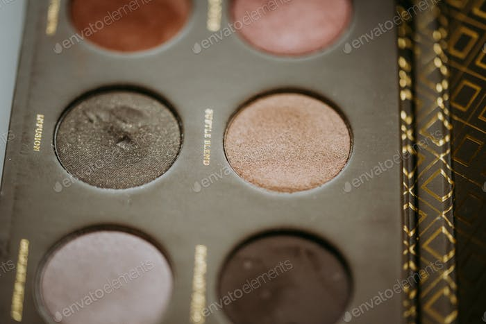 Makeup shadow palette
