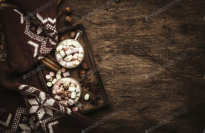 Heißes Winter- oder Herbstgetränk mit Kakao, Schokolade,