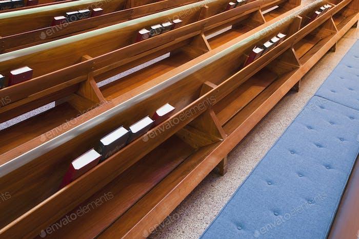 Kirchenbänken