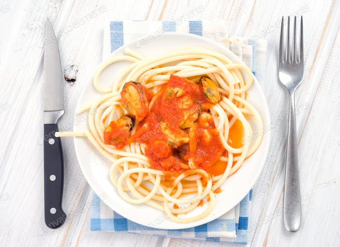 stew homemade spaghetti with prawns and mussels in white dish