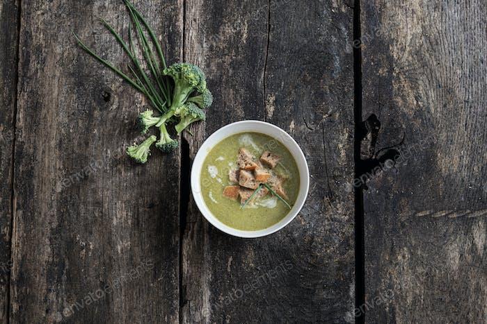 Delicious creamy vegan broccoli soup