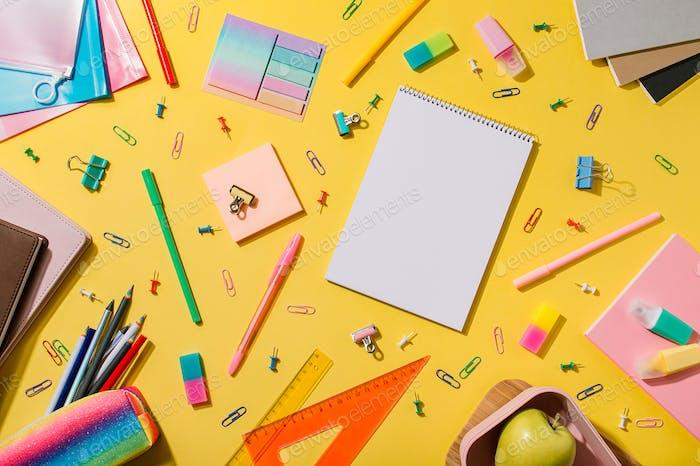Educación, escritorio de trabajo independiente, regreso a la escuela