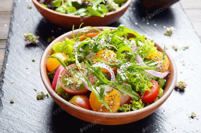 Gemüsesalat Salat, Kirschtomaten, Rettich, Gurke, o