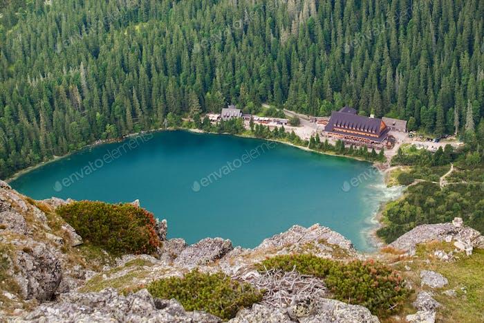 Popradske Pleso See mit touristischem Muschelhaus