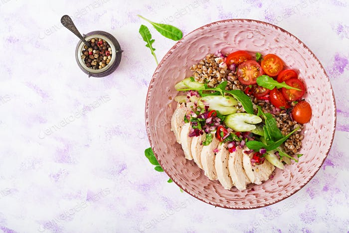 Diätfutter. Hähnchenbrust mit Buchweizen und Gemüse