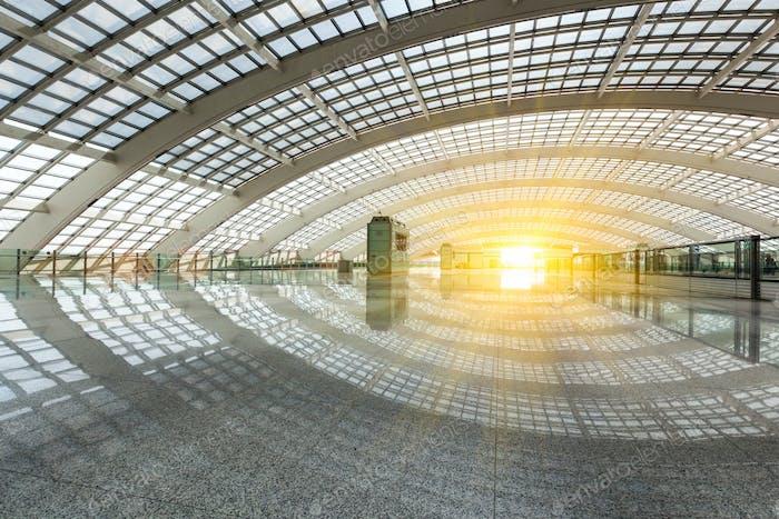 helles futuristisches Gebäude, natürliche Beleuchtung