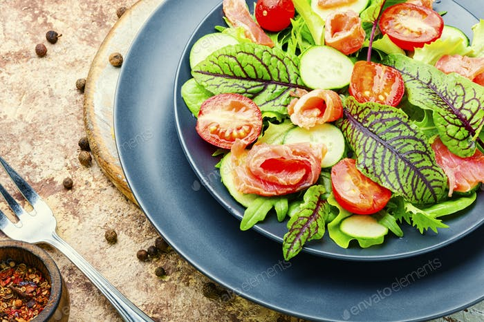 Mixed green salad with salted salmon