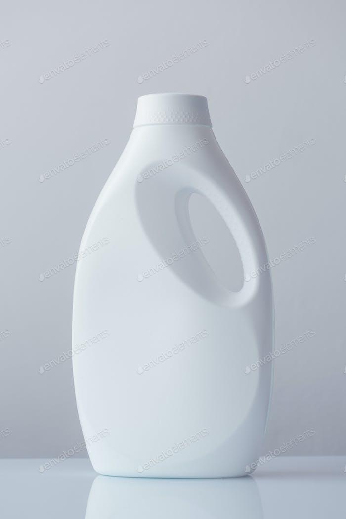 Contenedor de botellas de plástico blanco para detergente líquido