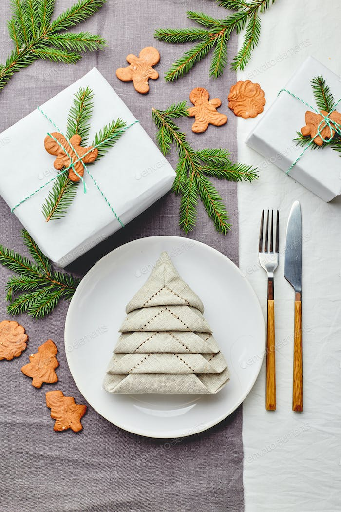 Napkin in the form of Christmas tree on plate