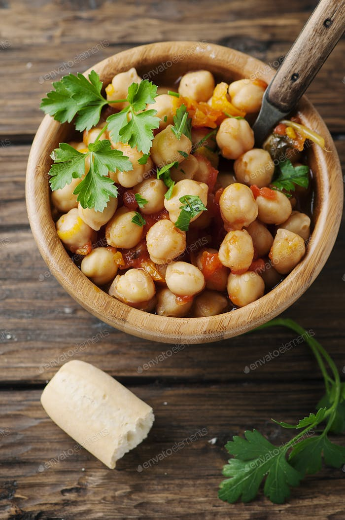 Vegeterian cooked chickpea with tomato and parsley