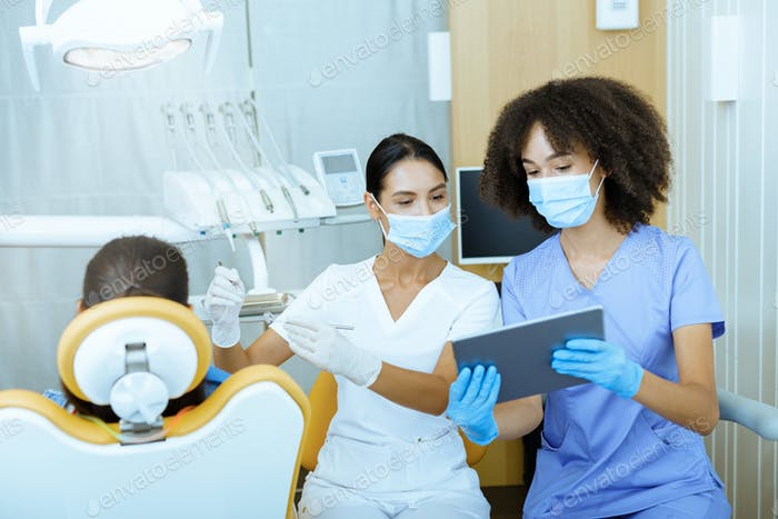 Moderne Technologie und Röntgenaufnahmen in der Zahnarztpra