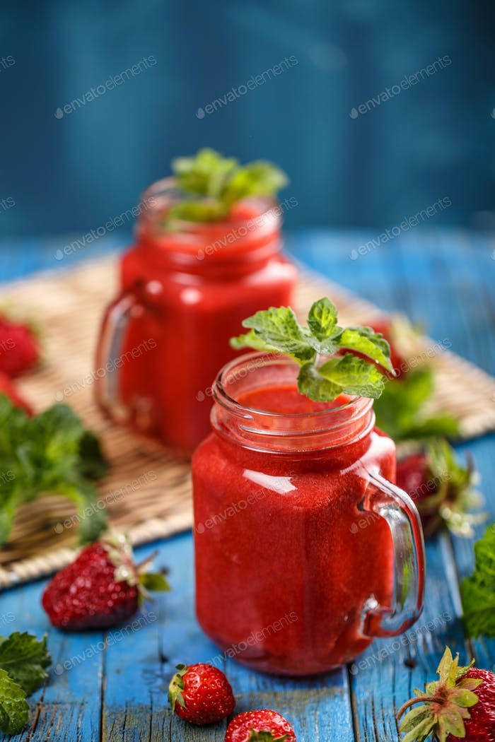 Frischer Erdbeer-Smoothie