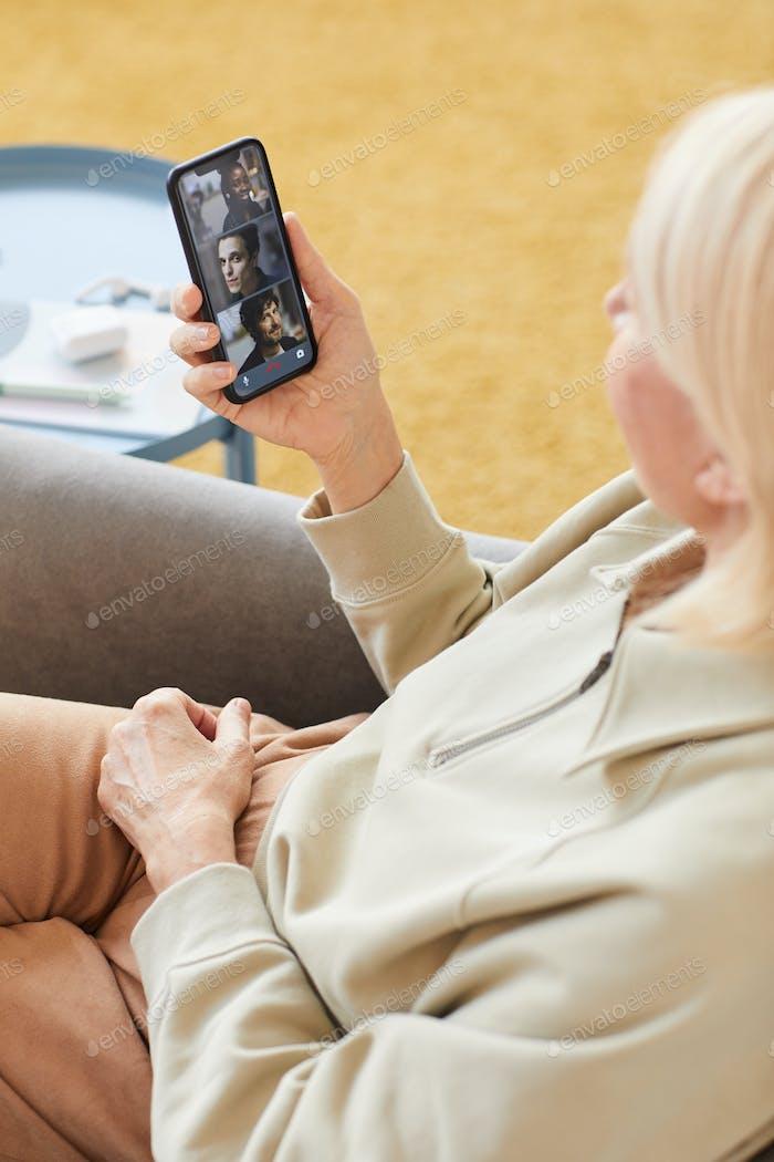 Online conversation with friends