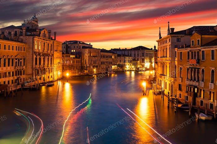 Canal Grande und Basilika Santa Maria della Salute, Venedig, Italien.