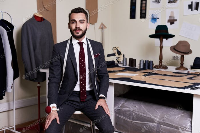 Modern Tailor in Atelier