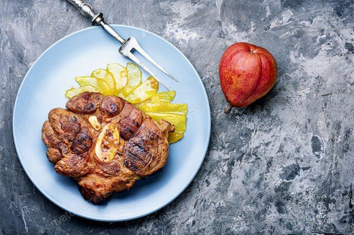 Gegrilltes Rindfleisch Steaks mit Birne
