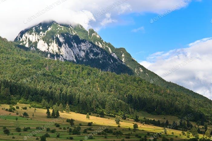 bewölkter Berg