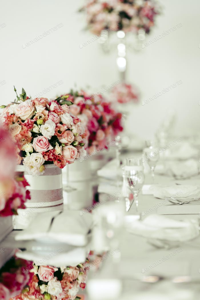 Beautiful wedding table arrangement