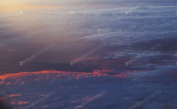 Sonnenaufgang über Wolken