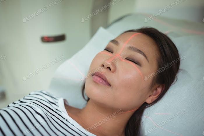 Nahaufnahme des Patienten, der einem CT-Scan-Test unterzogen wird