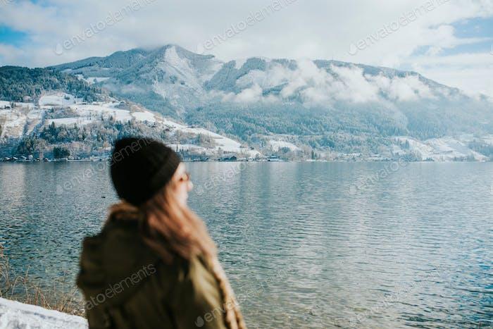 Женщины у озера