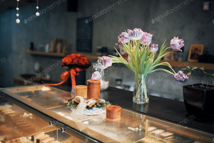 Nährendes schmackhaftes Gebäck im gemütlichen Café
