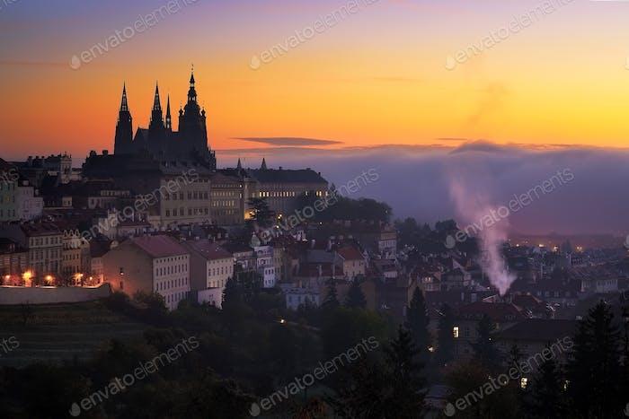 Morgen Blick auf die St. Vitus Kathedrale in Prag, Tschechische Republik.