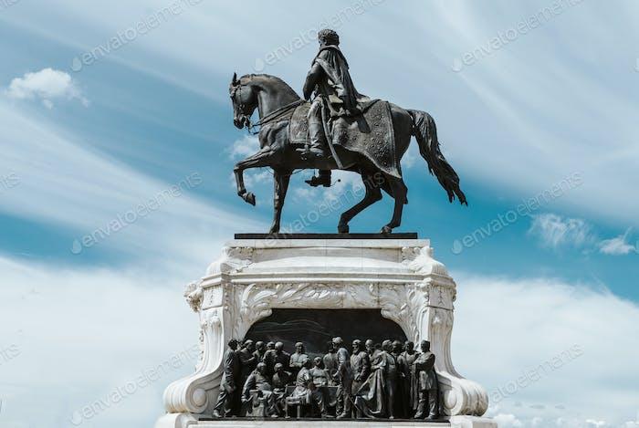 close up on Hungarian Parliament and Kossuth Lajos square