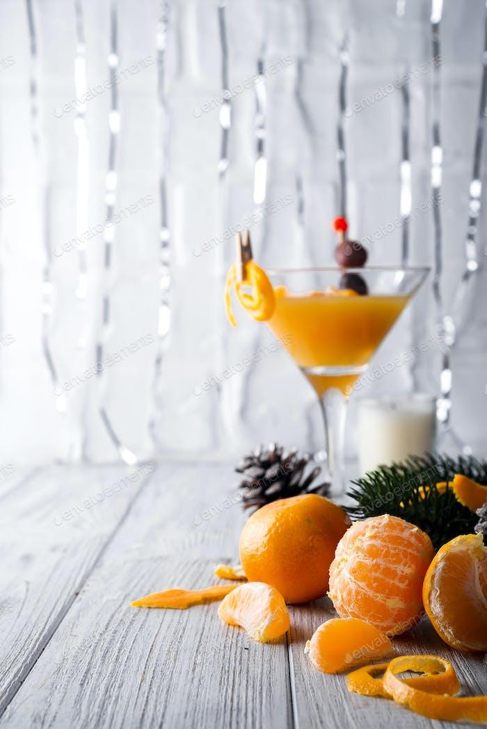 Mandarine und Tannenzweige