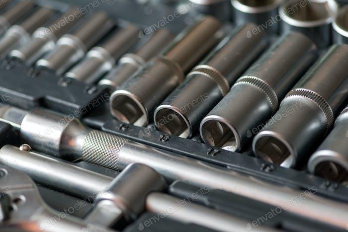 Conjunto de ferramentas para reparação de automóveis na caixa