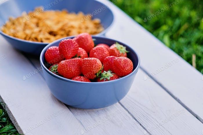 Köstliche Erdbeere mit Cornflakes