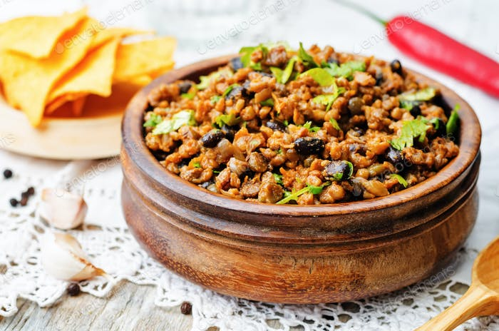 vegetarian chili with cilantro