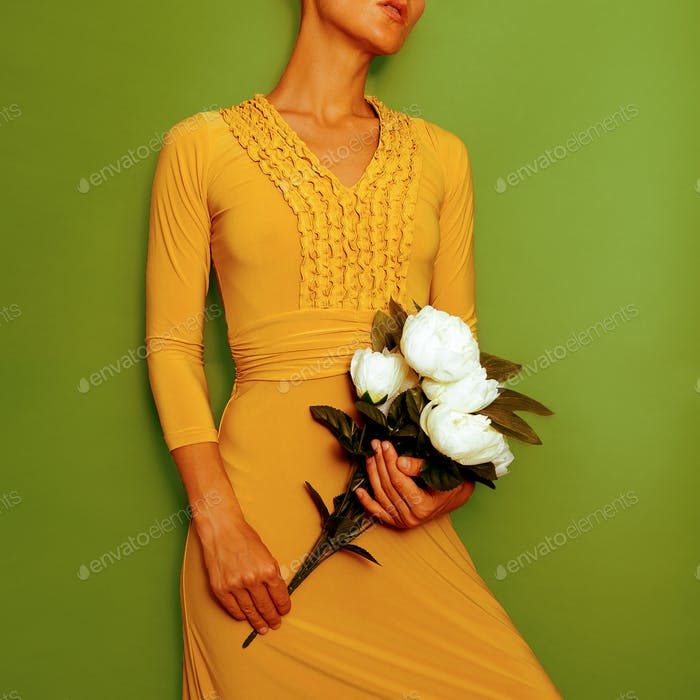 Model in a stylish vintage dress. Retro chic