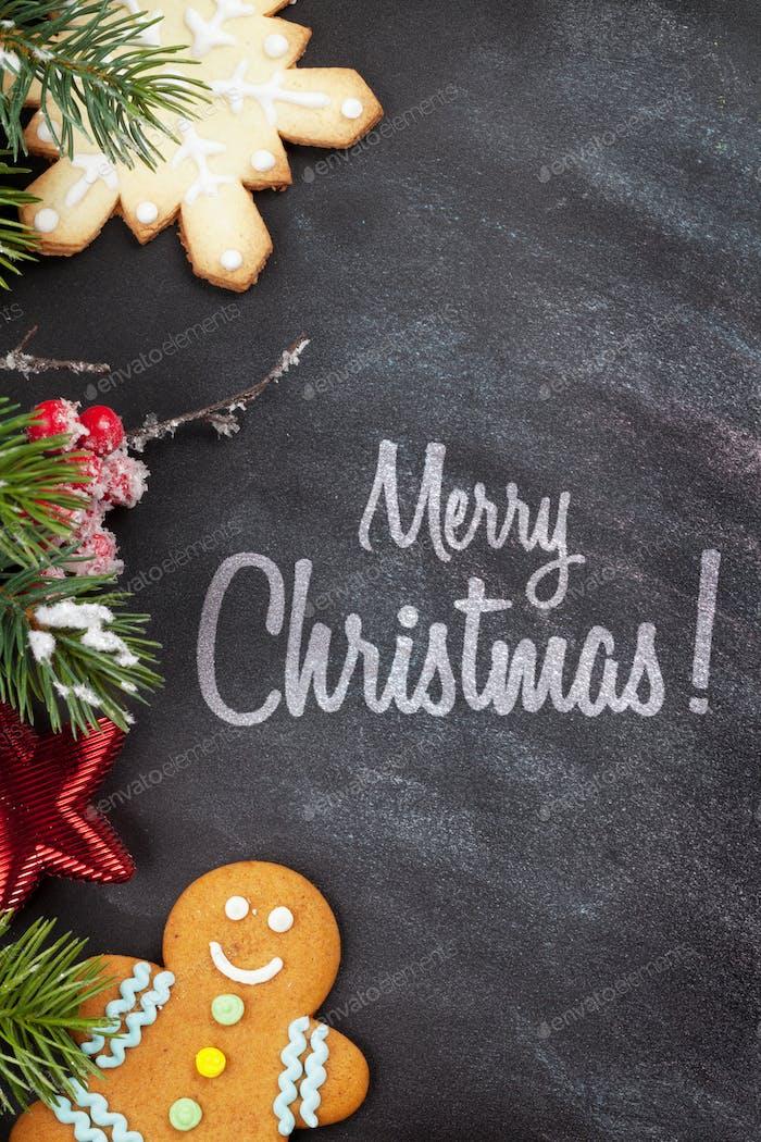 Weihnachtskekse und Tannenzweig