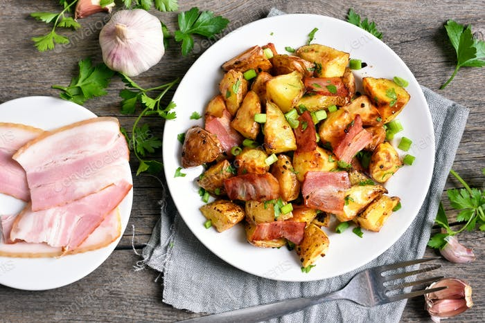 Fried potato with bacon and green onion