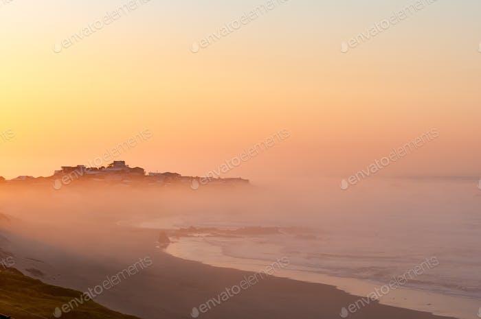Buffels Bay se eleva por encima de la niebla