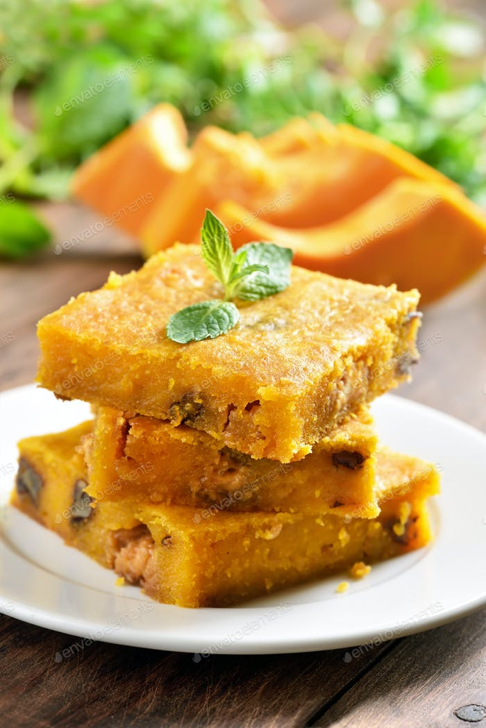 Pumpkin bars with nuts