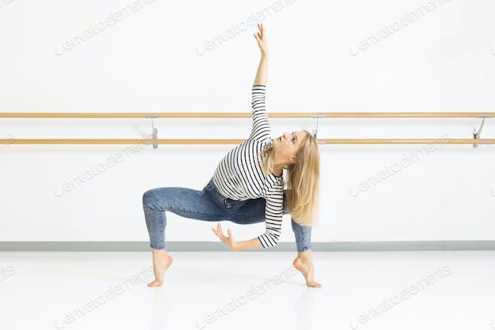 bailarina Mujer en Acción