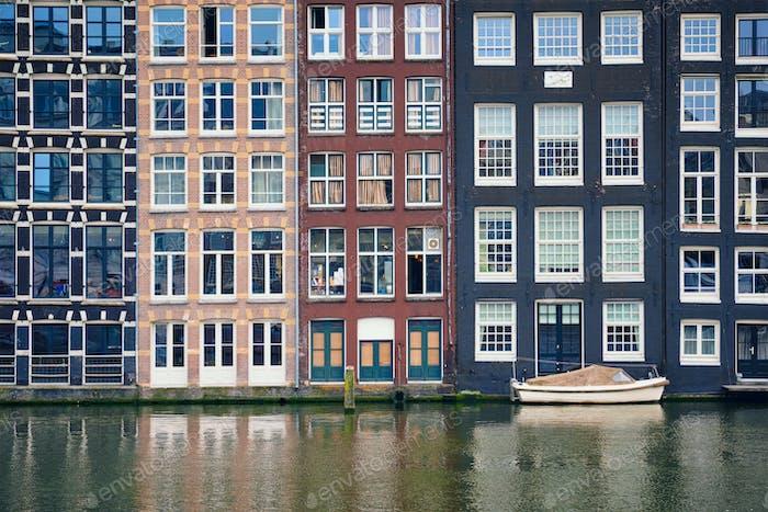 Amsterdam Kanal Damrak mit Häusern, Niederlande