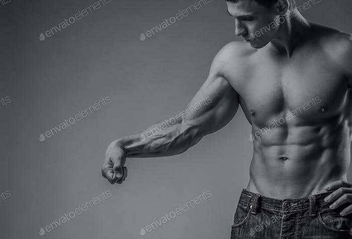Мышечная рука и туловище