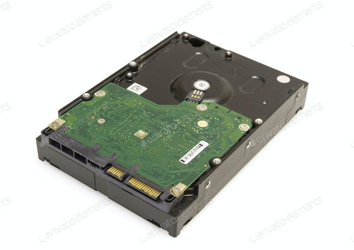Жесткий диск HDD изолирован на белом фоне