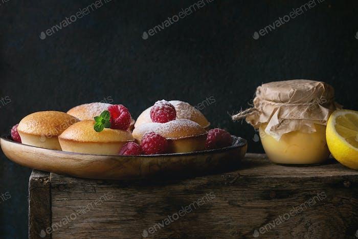 Lemon cakes with raspberries
