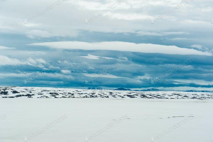 Schneefeld-Berge
