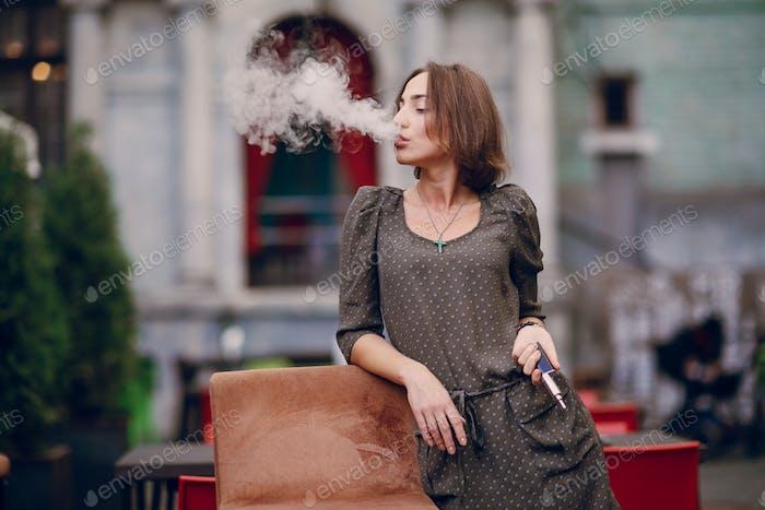 Mädchen mit E-Zigarette