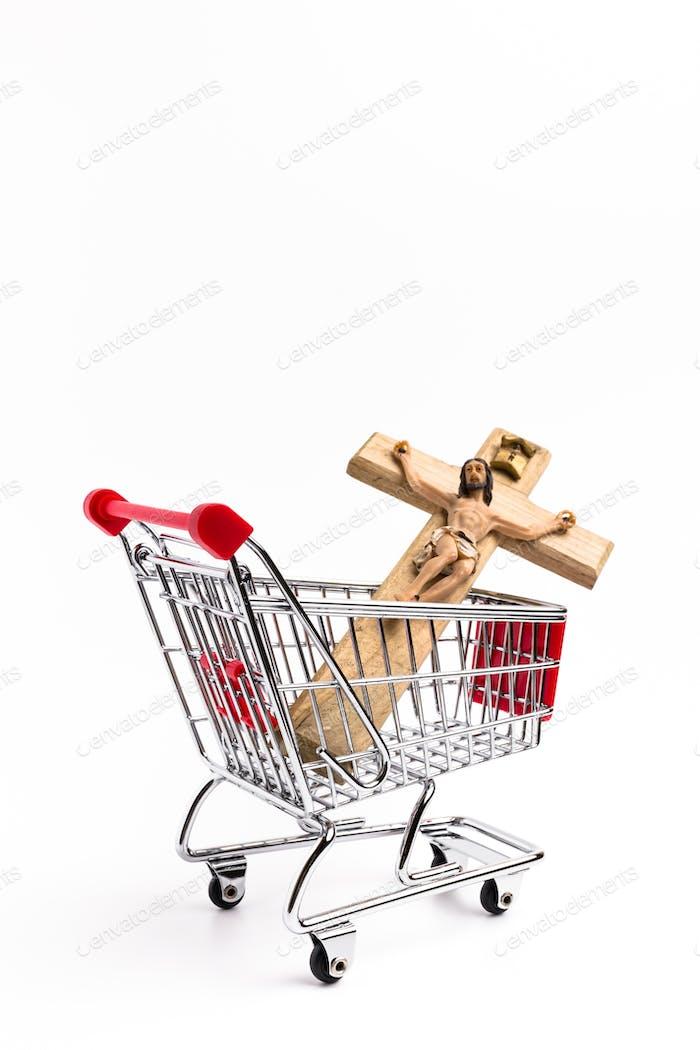Kruzifix im Warenkorb