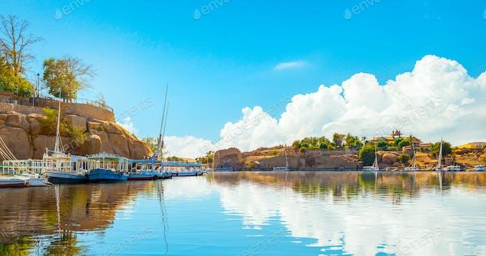 Нил в Асуане в день